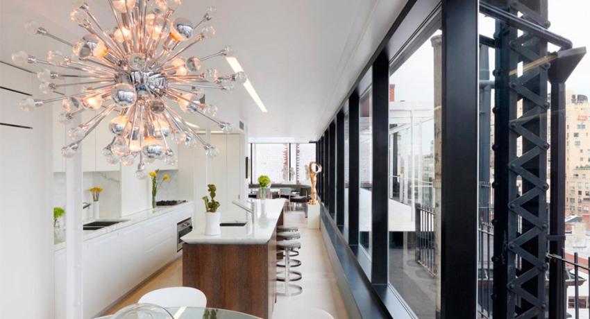 Чтобы разнообразить кухню и сделать ее современной стоит приобрести люстру-спутник со светодиодными лампами, которая и в наши дни пользуется популярностью