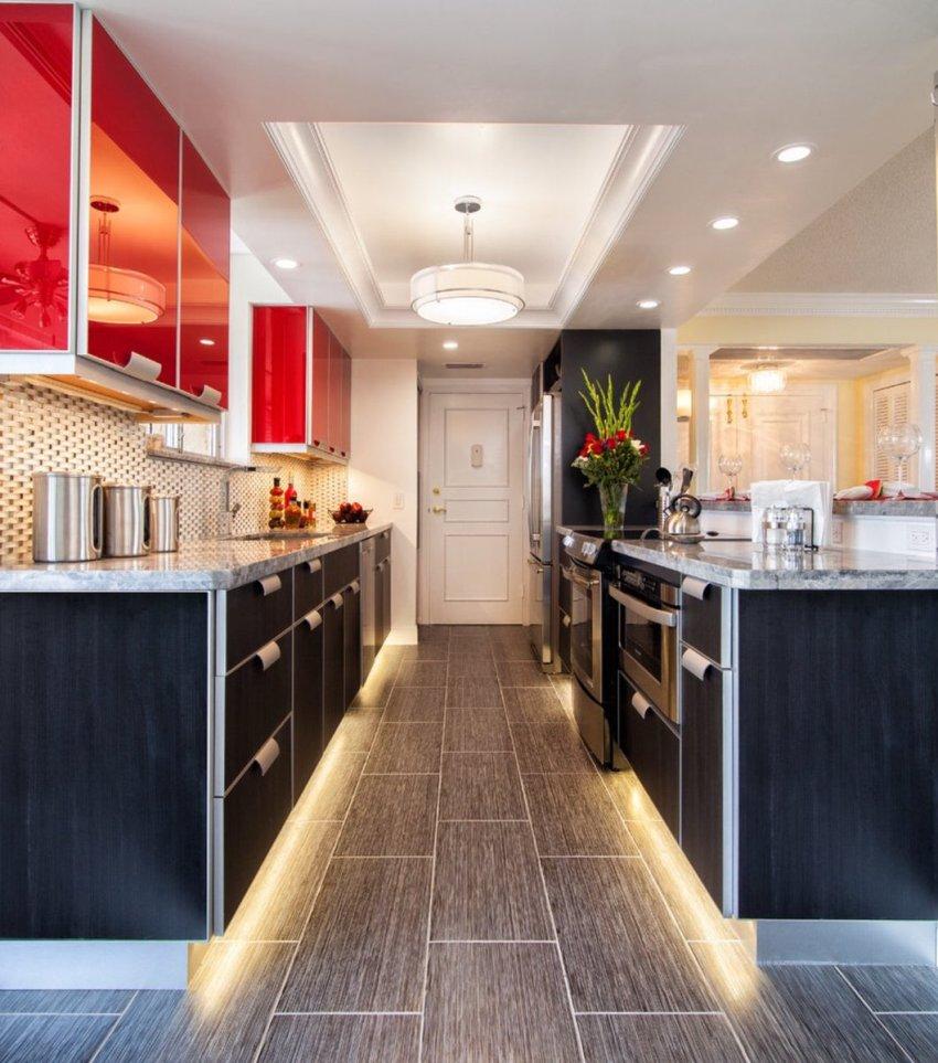 Правильное освещение создаст хорошее настроение и теплую атмосферу на кухне