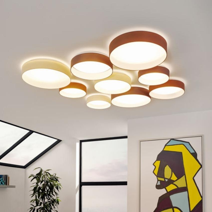 Массивная геометрическая люстра со светодиодными лампами станет достопримечательностю любой гостиной