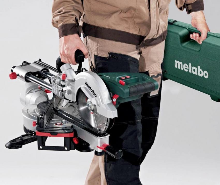 Торцевые пилы от компании Метабо обладают возможностью произвольного наклона и поворота диска