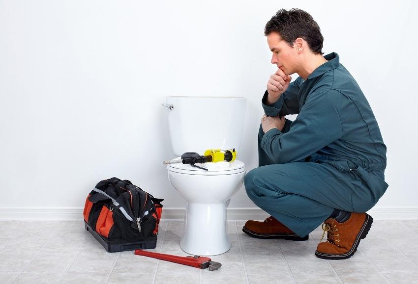При установке унитаза решаются следующие задачи: подсоединение к канализации, герметизация основы и прочное закрепление на полу