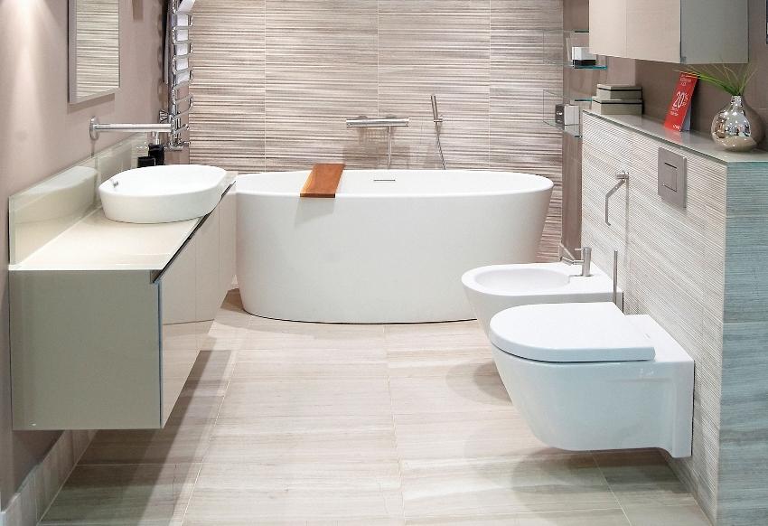 Системы конструкций унитазов со скрытым бачком открывают прекрасную возможность устанавливать туалеты в разных точках помещения