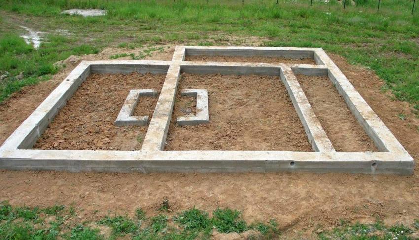 Для строительства вольера лучше всего подходит ленточный фундамент