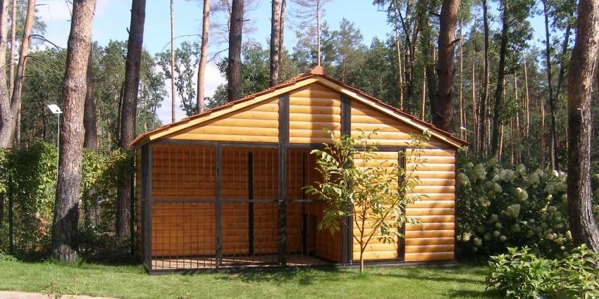 Вольер можно разместить как отдельное строение, пристройку или часть хоз-постройки