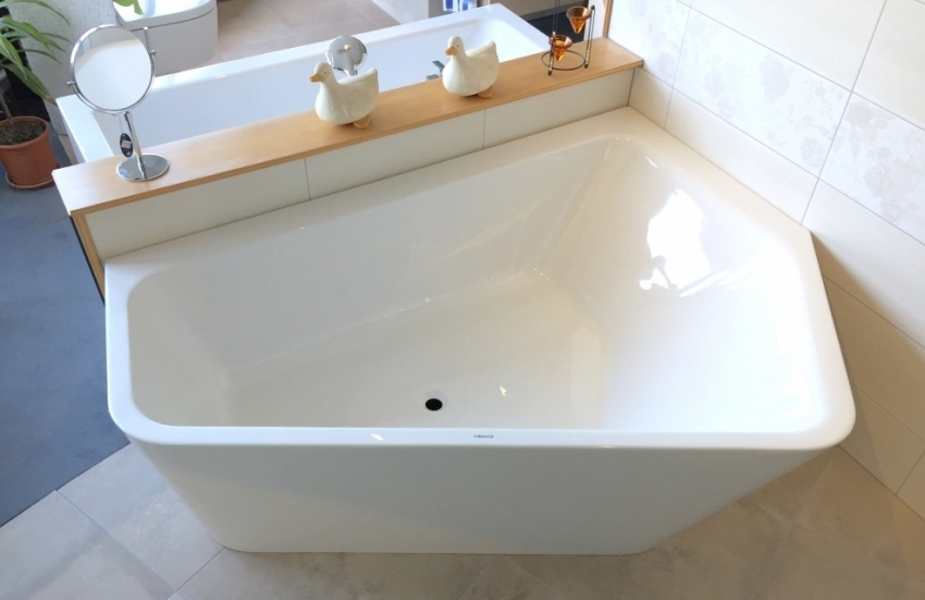 На отечественном рынке акриловых ванн можно встретить интересные модели как стандартной, так и асимметричной или угловой формы