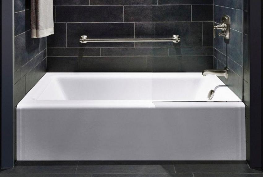 Поверхность акриловой ванны Riho Future покрыта специальным гелем, что защищает изделие от царапин, сколов и выцветания