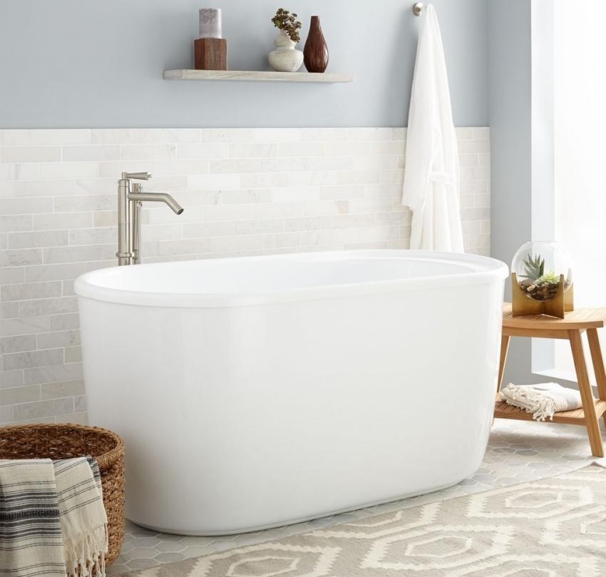 Большим плюсом акриловых ванн является поверхность, которая после контакта с водой не желтеет и не тускнеет