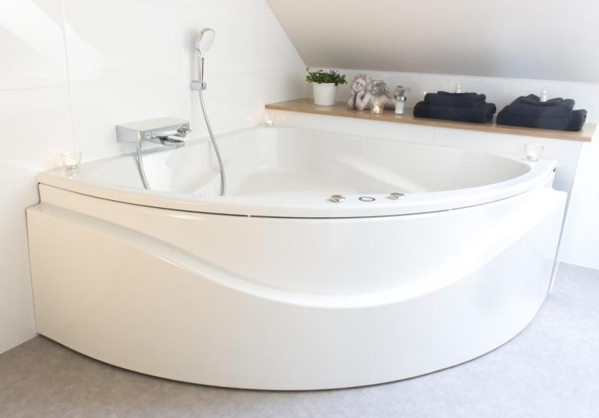 Угловые ванны позволяют экономить пространство ванной комнаты