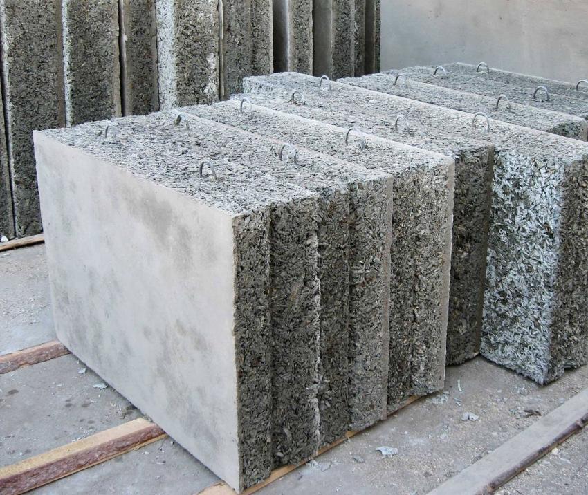 Наружные арболитовые плиты оснащены крепёжными арматурными петлями для удобства работы