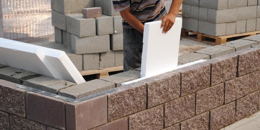 Процесс утепления стен с помощью арболитовых блоков