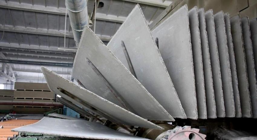 Арболитовые плиты используются для возведения стен, оконных и дверных проемов, для рядовых, верхних и усиленных перемычек