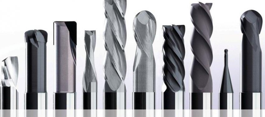 С помощью ручного фрезера можно создавать всевозможные профили, выемки или пазы, используя широкий ассортимент насадок