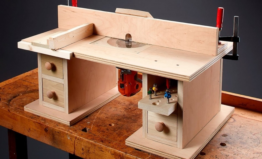 Переносной стол для ручного фрезера позволит обрабатывать небольшие детали древесины