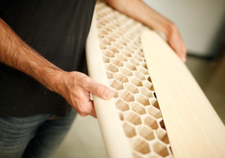 Даже с помощью простых инструментов можно создать интересные деревянные изделия, для этого необходимо изучить технологию работы с инструментом и практиковаться