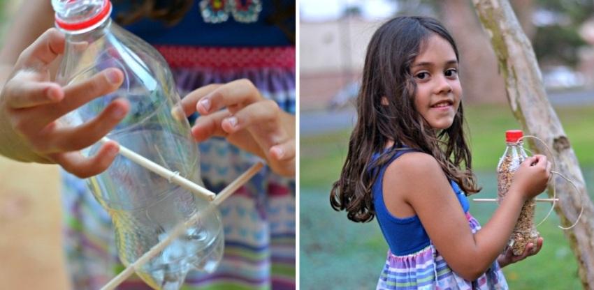 Простая кормушка из пластиковой бутылки и деревянных перемычек-жердочек