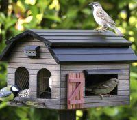 Большой деревянный домик-кормушка для птиц