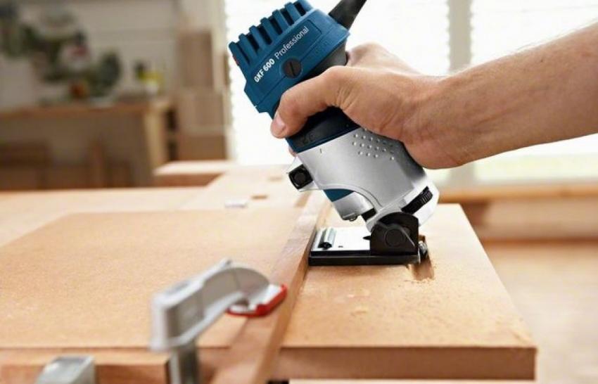 Кромочный фрезер используется для снятие фаски, скругления краев, формирование декоративных желобков а также для вырезания пазов под петли для мебели