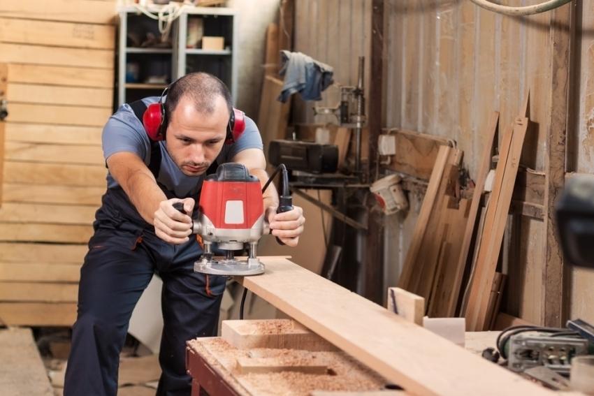 Настраивать вращательную скорость инструмента необходимо в зависимости от характеристик обрабатываемого материала
