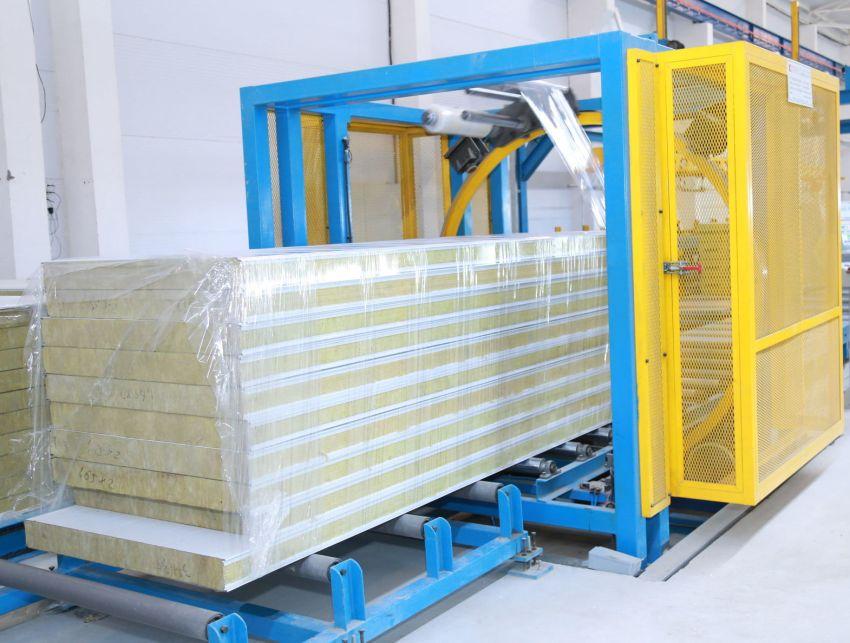 В зависимости от типа внутреннего наполнителя, плиты можно использовать для строительства как холодных, так и теплых помещений