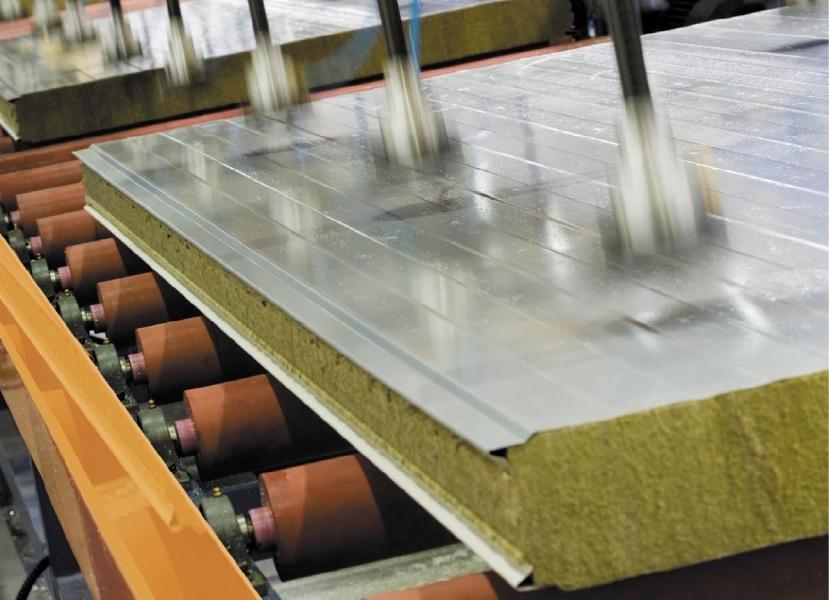 Производство сэндвич-плит из оцинкованной стали и минваты
