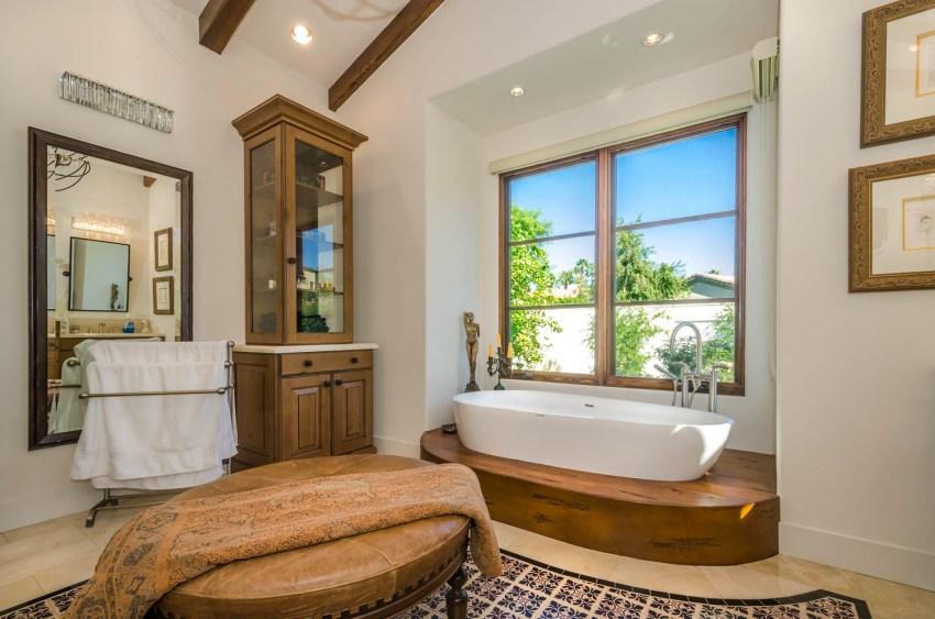Форма и размеры ванны играют немаловажную роль в интерьере ванной комнаты