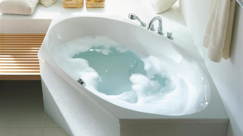 Угловые ванны от известных производителей имеют длительную гарантию на эксплуатацию