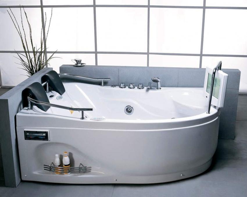 В угловых ваннах с дополнительными функциями, все коммуникации спрятаны внутри изделия
