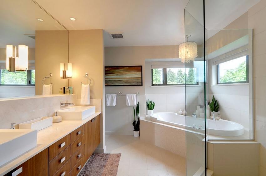 Множество моделей современных ванн имеют удобную полочку, которая расположена в углу