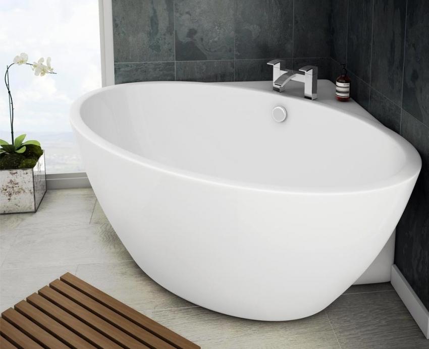 Акриловые угловые ванны имеют небольшой вес, поэтому их можно легко установить самостоятельно