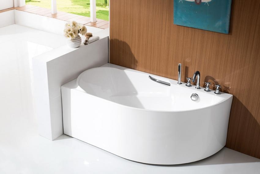 Стальная ванна, несмотря на бюджетность, может выглядеть довольно презентабельно