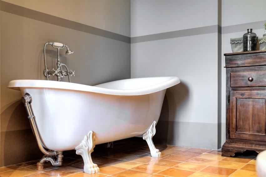 При покупке стальной ванны важно учитывать, что данная конструкция имеет довольно большой вес