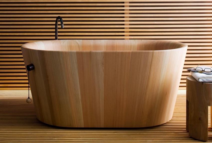 Деревянные ванны часто используются как элемент сауны или бани в качестве купели