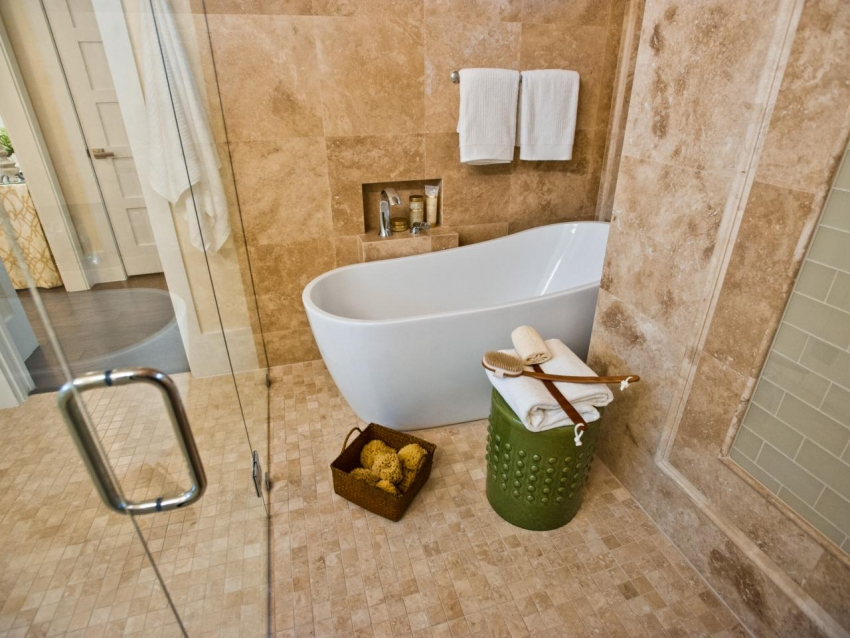 Асимметричные элегантные ванны способны украсить интерьер в любом стиле