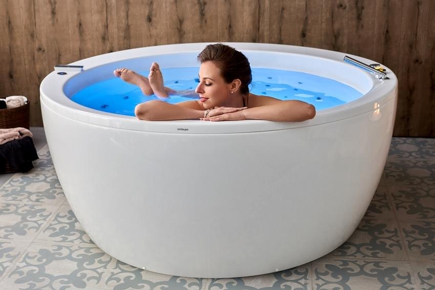 Круглые ванны зачастую оснащены функцией гидромассажа