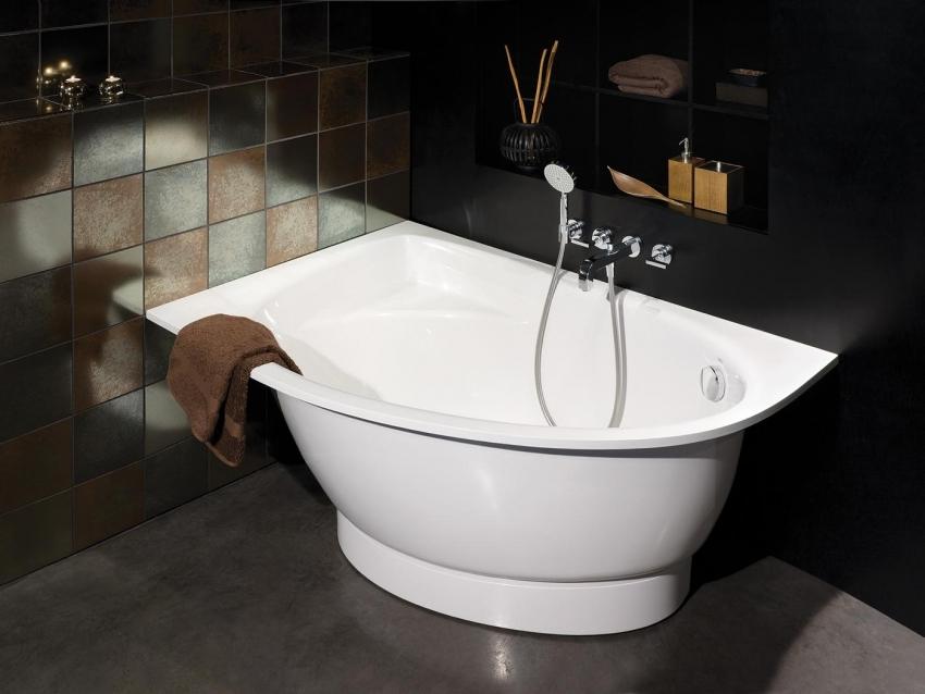 Небольшая угловая акриловая ванна