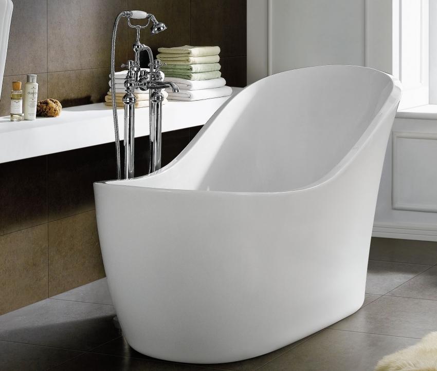Пример интересной модели ванной, которая не занимает много места, но в тоже время довольно вместительна