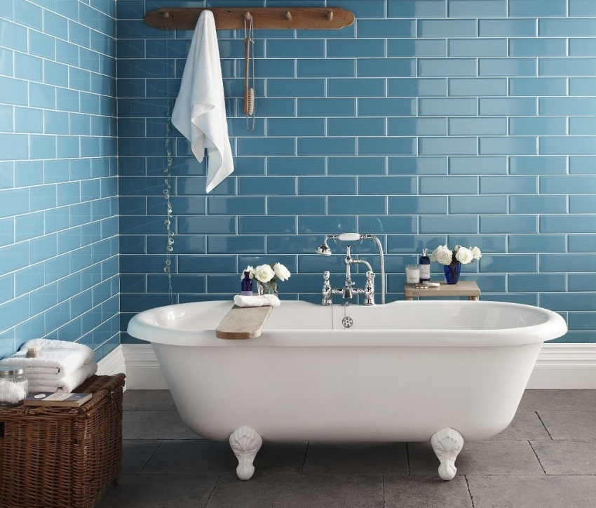 Чугунные ванны очень восприимчивы к агрессивным чистящим средствам, поэтому к выбору химии для чистки такой чаши следует подойти с внимательностью