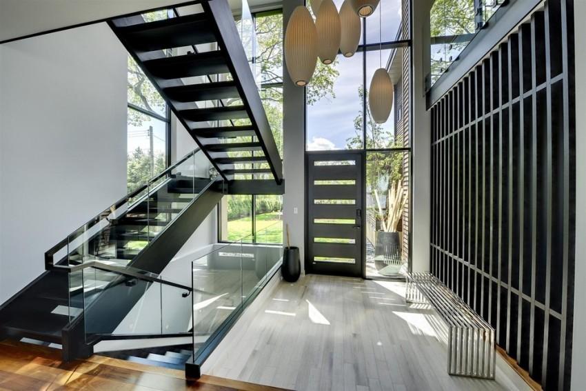 Размеры входных металлических дверей с коробкой могут быть заводскими или разработанными по индивидуальному плану