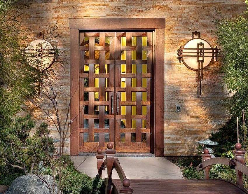 Дизайн входной двери должен подходить под интерьер прихожей и быть как бы продолжением дома, его частью