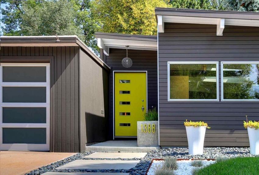 Двери с фрамугой могут использоваться как дополнительный источник света, а также для проветривания помещения без сквозняка