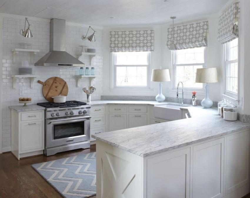 Использование эркера на кухне позволяет увеличить полезную площадь помещения