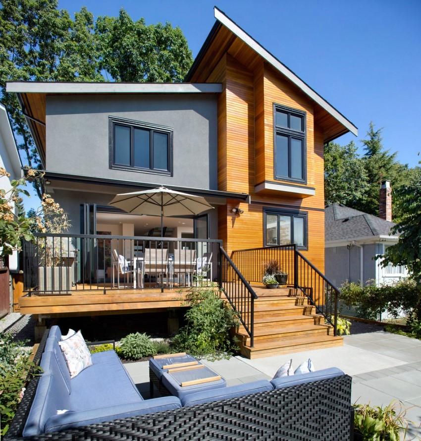 Современный двухэтажный дом с эркером и мансардой