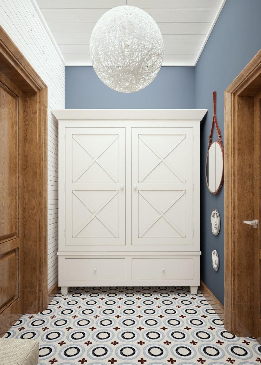 Самое важное не перегружать пространство узкого коридора большим количеством элементов мебели
