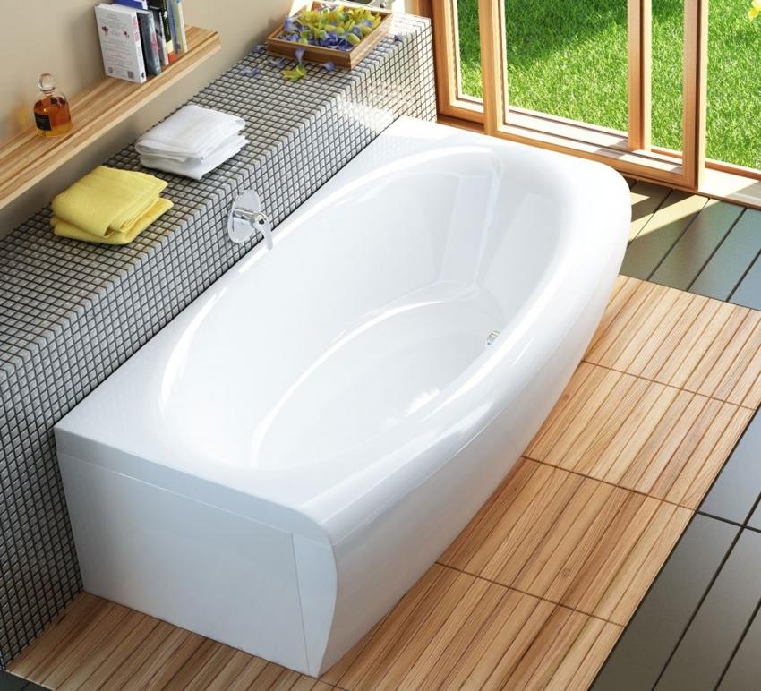 Акриловые ванны часто продаются вместе с экранами, которые обычно сделаны из пластиковых панелей с аналогичным покрытием