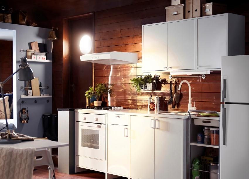 Использование деревянных панелей и натуральных отделочных материалов в оформлении кухни