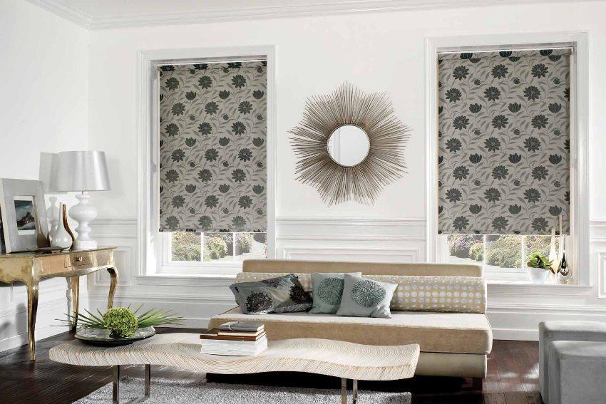 Тканевые рулонные шторы очень просты и удобны в эксплуатации, они надежно закрывают окна от солнечного света, в зависимости от используемого материала создавая мягкий полумрак или полное отсутствие света