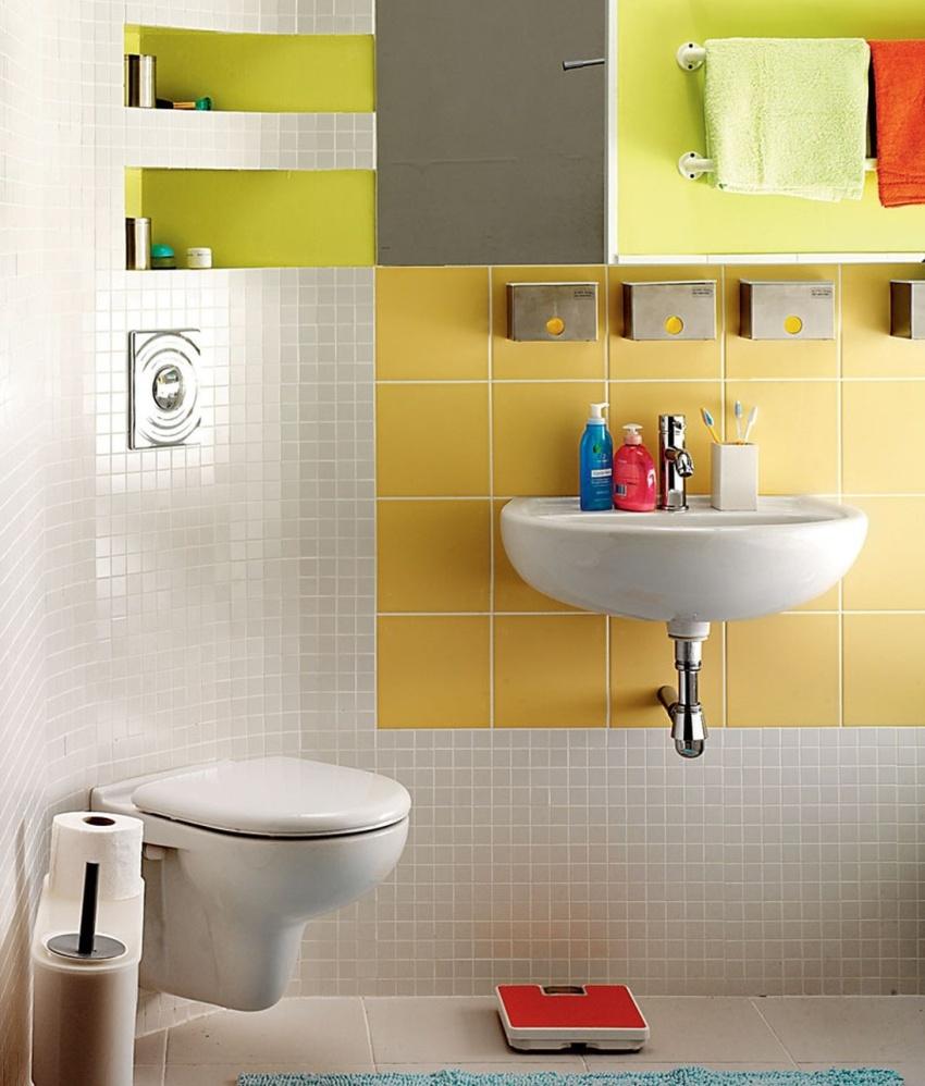 Размещенные по углам помещения сантехнические приборы позволяют «закруглить» комнату, освободив ценное дополнительное пространство