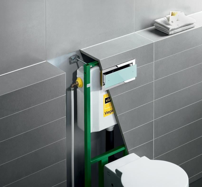 Толщина и ширина бачка обычно стандартная, а вот длина может варьироваться в зависимости от высоты инсталляции