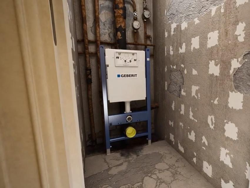В компании Geberit для решения проблем при установке инсталляции в панельных домах, специально разработали серию Plattenbau, учитывающую все особенности типовых квартир