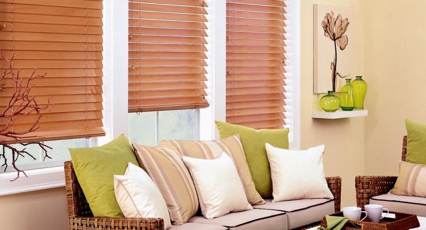 Жалюзи на пластиковые окна: надежная и эстетичная защита помещения от солнца